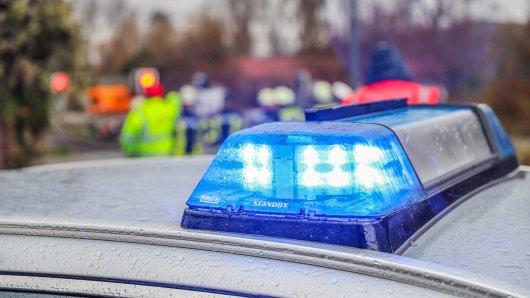 Nach einem Unfall am Ostermontag im Kreis Peine ist ein Mann gestorben. (Symbolbild)