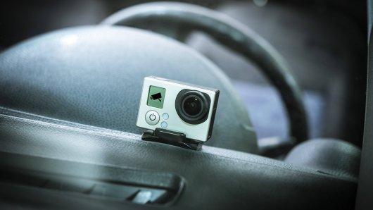 Kai aus Wolfsburg hat eine Dashcam im Auto. Und was die aufzeichnete, amüsiert ihn im Nachhinein ziemlich. (Symbolbild)