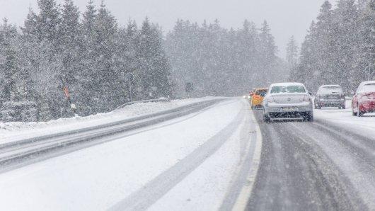 Das Wetter in Niedersachsen bleibt besonders für Autofahrer gefährlich. (Symbolfoto)