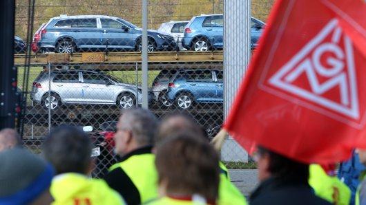 Bundesweit wollen am Montag Tausende Metaller für ihre Zukunft demonstrieren. Auch bei VW ist die Lage angespannt... (Archovbild)