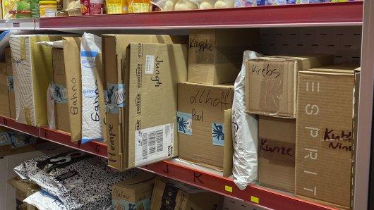 Viele Pakete landen beim örtlichen Kiosk und nehmen dort Platz weg. Auch in Braunschweig. (Symbolbild)