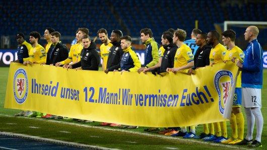 Eintracht Braunschweig ist auf Schmusekurs. Zusammen mit den Fans wollen die Löwen den Klassenerhalt schaffen. Ein neues Video soll dabei mithelfen...