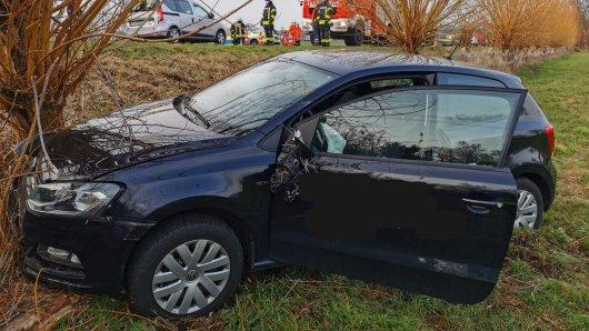 Im Landkreis Gifhorn ist ein 80-Jähriger bei einem Autounfall schwer verletzt worden.