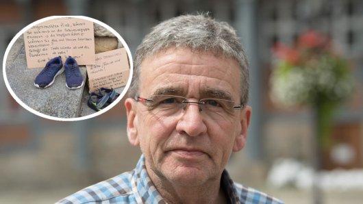 Wolfenbüttels Bürgermeister Thomas Pink fällt ein eindeutiges Urteil über diese beiden Plakate.
