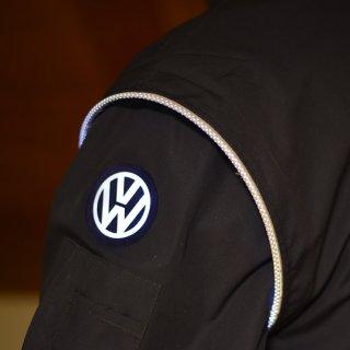 Auf den ersten Blick schaut diese VW-Jacke gewöhnlich aus.