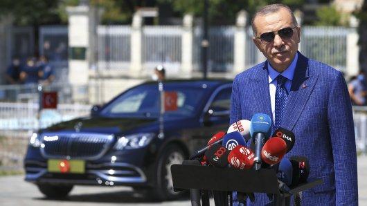 Türkei-Präsident Erdogan soll immer noch sauer auf VW sein – jetzt holt er zum Gegenschlag aus! (Archivbild)