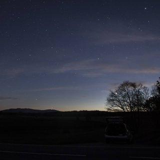 Im Harzer Nachthimmel hat eine Frau ein merkwürdiges Funkeln entdeckt. Was steckt dahinter? (Symbolbild)