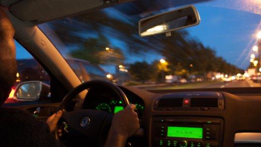 In Salzgitter hat ein junger Autofahrer Bekanntschaft mit einem aggressiven SUV-Fahrer gemacht. (Symbolbild)