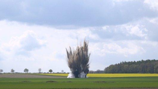 Der Kampfmittelbeseitigungsdienst Niedersachsen hat am Donnerstag in Wolfenbüttel zwei Blindgänger mit jeweils 100 Kilogramm Sprengkraft aus dem 2. Weltkrieg gesprengt.