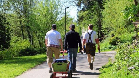 Wir verraten dir, welche Corona-Regeln am Vatertag in Niedersachsen in deiner Region gelten.