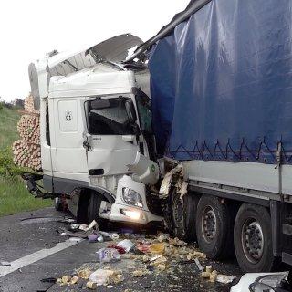 Auf der A2 bei Helmstedt hat ein Lkw-Fahre sein Leben verloren.