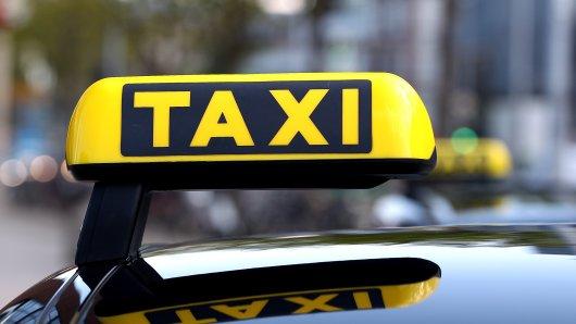Auch Taxifahrer suchten am Sonntagabend nach dem Vermissten. (Symbolbild)