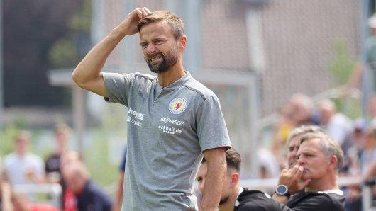 Chefcoach Michael Schiele und Eintracht Braunschweig haben ein schwieriges Auftaktprogramm erwischt.