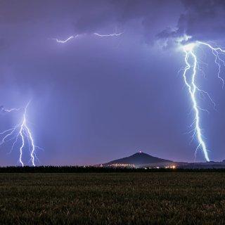 Das Wetter in NRW beschert den Menschen auch am Sonntag das eine oder andere Gewitter.