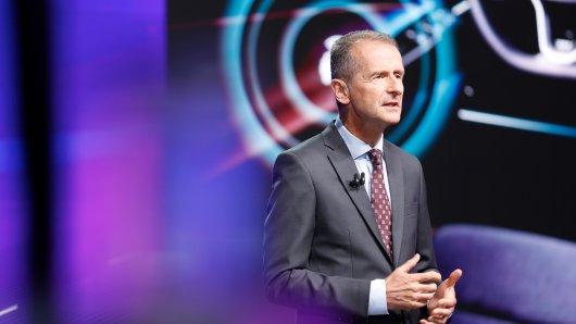 Das erwartete rasante Wachstum in der Nutzung von Daten beim autonomen Fahren muss nach Überzeugung von VW-Konzernchef Herbert Diess mit klaren Verbraucherrechten gekoppelt werden.