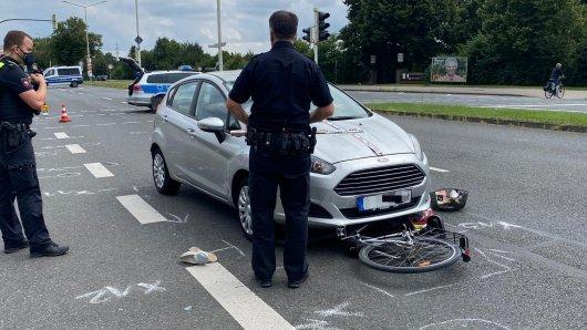 Salzgitter: Eine Auto prallte mit einer Radfahrerin zusammen.