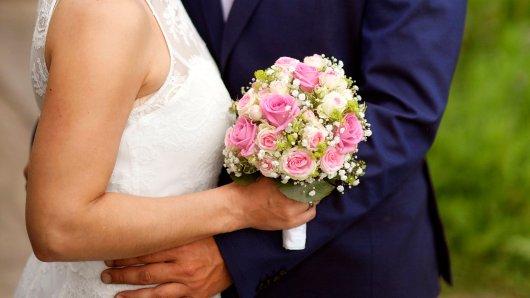 Hochzeit: Braut trifft strenge Entscheidung – ihre Familie sagt Teilnahme an Party ab (Symbolbild).