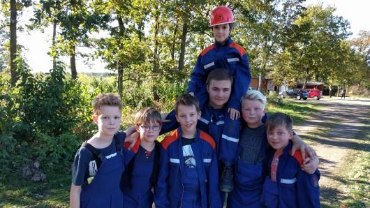 Thilo, Peer, Keno, Ben, Vassilios (oben), Leon und Tim von der Jugendfeuerwehr Gifhorn.