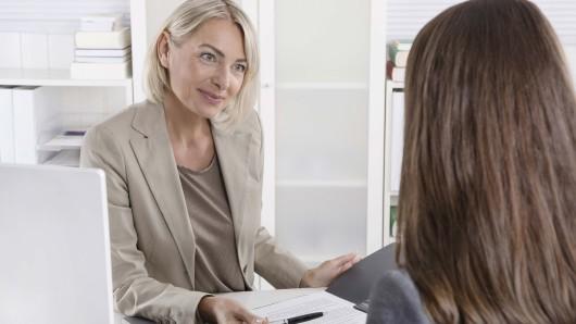 Die Arbeitsagentur Gifhorn gibt Abiturienten Tipps und Tricks rund um Bewerbungen und Vorstellungsgespräche. (Symbolbild)