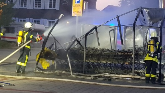 Zunächst war die Feuerwehr davon ausgegangen, dass der ganze Markt in Flammen steht.