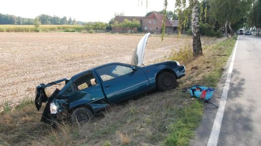 Das Auto der Hankensbüttelerin landete im Graben.