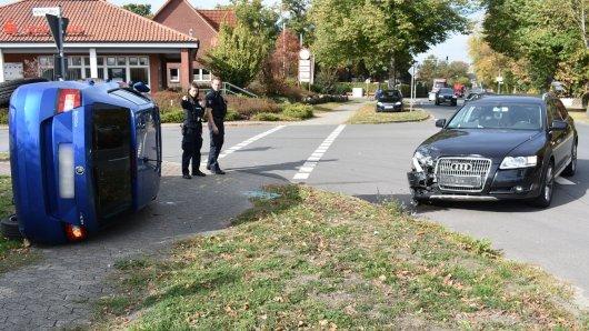 Der Unfall sah spektakulär aus - endete aber für die Insassen vergleichsweise glimpflich.