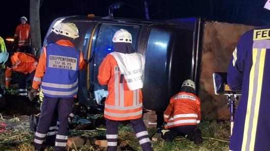 Der 24-jährige Paketbote wurde unter seinem Wagen eingeklemmt und starb noch am Unfallort.