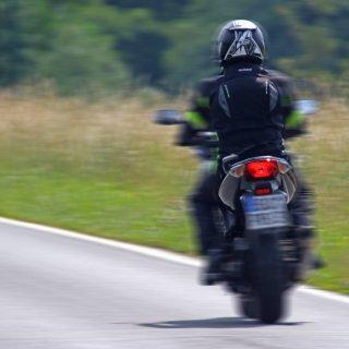 Ein Motorradfahrer ist bei einem Unfall in Gifhorn schwer verletzt worden. (Symbolbild)