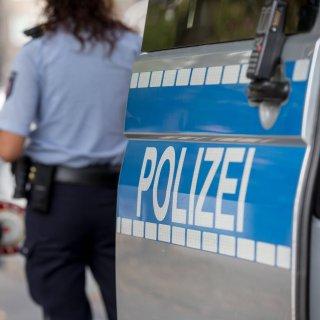 In Gifhorn sind zwei Polizistinnen bei einer Kontrolle verletzt worden. (Symbolbild)
