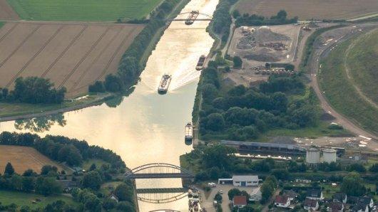 Ein Spaziergänger rettete im Landkreis Gifhorn eine Frau aus dem Mittellandkanal.