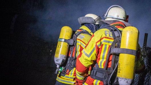 Großalarm für die Feuerwehr in Gifhorn! Die Wurstfabrik Gmyrek stand in Flammen.