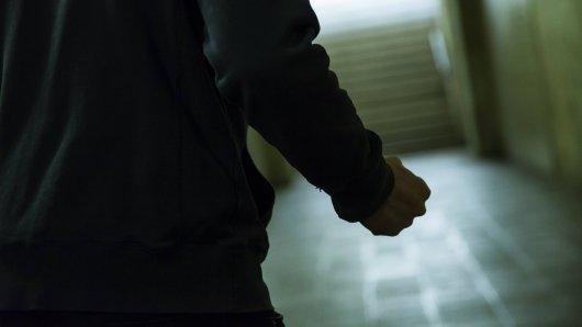 Brutale Prügelattacke in Gifhorn! Zwei Männer sollen auf einen Jugendlichen eingeschlagen haben. (Symbolbild)