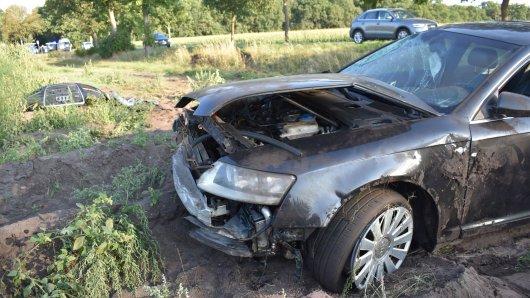 Der Audi kam erst auf einem Spargelfeld zum Stehen.