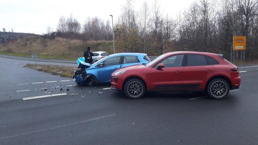 Im Harz hat ein Porsche-Fahrer einem Renault die Vorfahrt genommen – und das hatte Folgen...