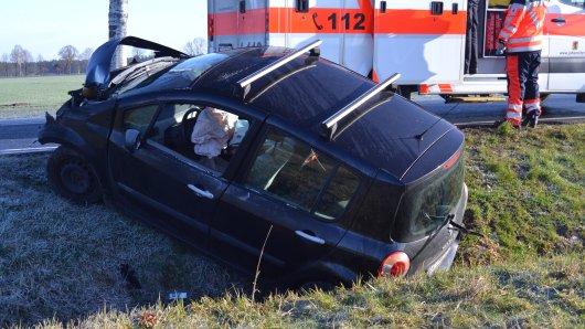 Eine Autofahrerin hat im Kreis Gifhorn einen schweren Unfall gebaut.