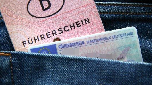 Ein Mann musste seinen Führerschein bei der Polizei Gifhorn abgeben. Kurz danach begeht er einen dummen Fehler. (Symbolbild)