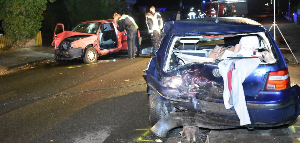 Im Kreis Gifhorn musste ein 23-Jähriger aus seinem Auto befreit werden.
