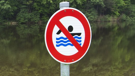 Der Kiessee im Kreis Helmstedt ist KEIN Badesee – und entsprechend gefährlich! (Symbolfoto)