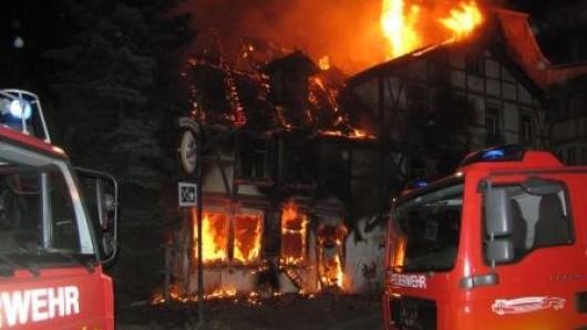 Die Flammen haben die Gaststätte vernichtet.