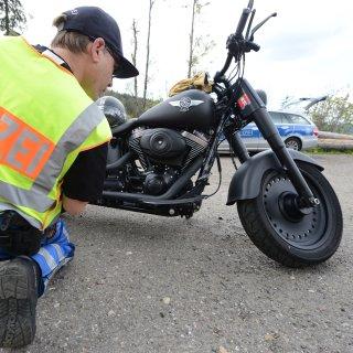 Die Polizei hat im Harz abermals Motorradfahrer ins Visier genommen. (Archivbild)