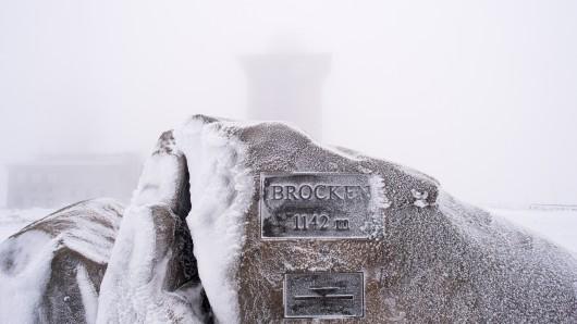 Schnee und Eis auf dem Brocken-Gipfel.