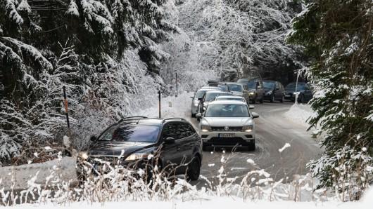 Da ist Geduld gefragt: Schneckentempo auf der Zufahrt zum Parkplatz am Hexenritt.