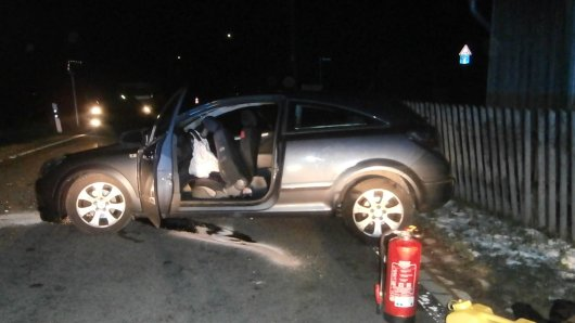 Bei einem Autounfall in Königshütte wurden alle drei Insassen des Fahrzeugs verletzt.