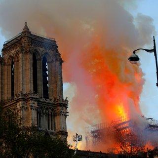 In der weltberühmten Kathedrale Notre-Dame in Paris war am Montagabend ein Feuer ausgebrochen.