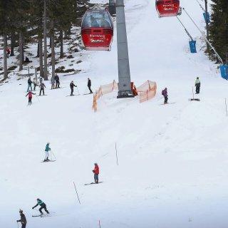 Seit Jahr und Tag gehören Harz und Wintersport zusammen. Doch in letzter Zeit macht das Wetter den Wintersportlern immer wieder einen Strich durch die Rechnung. Nun liegt endlich Schnee, doch eine neue Gefahr droht. (Archivbild)