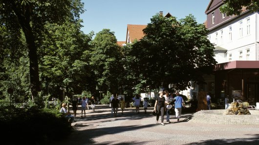 Eine Frau hat in der Fußgängerzone von Bad Harzburg eine alarmierende Entdeckung gemacht und sofort die Polizei gerufen. (Archivbild)