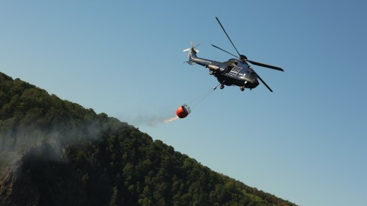 Hubschrauber der Bundespolizei unterstützten den Löscheinsatz im Harz.
