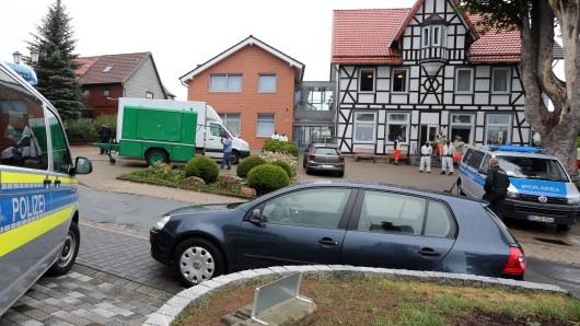 Ermittler von Polizei und Staatsanwaltschaft durchsuchen ein Senioren- und Pflegeheim im Harz.