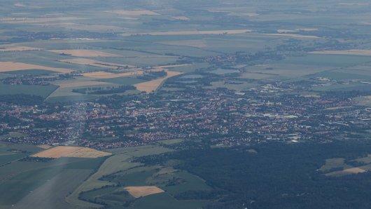 Harz: Flugzeuge kreisen über dem Wald. (Symbolbild)