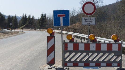Im Harz werden gleich zwei Straßen für mehrere Wochen gesperrt. (Symbolbild)